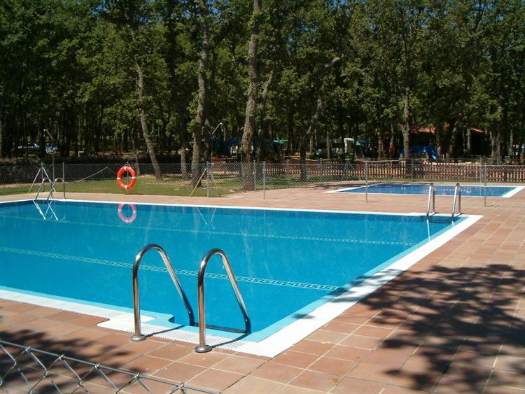 campinglascavenes-piscina
