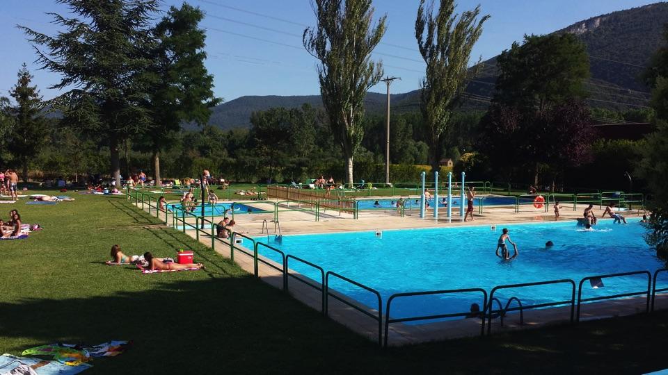 burgos-piscina-camping-rio-nela5