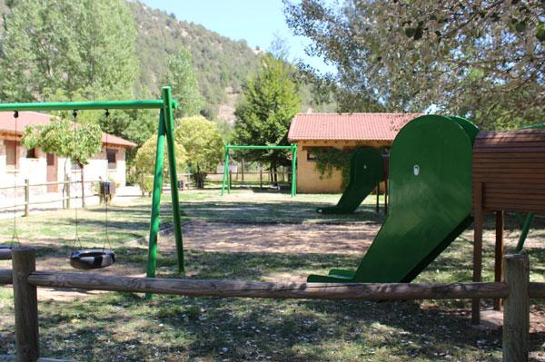 soria-camping-canon-rio-lobos-Columpios-Infantiles